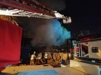 Sancaktepe'de Bir Hurdalıkta Korkutan Yangın