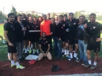 Isparta 32 Spor Yöneticilerinden Futbolculara Deplasman Öncesi Tatlı İkramı
