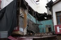 TARİHİ BİNA - Koruma Altındaki Tarihi Bina Çöktü, Korku Dolu Anlar Yaşandı