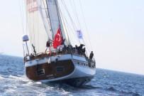 BITEZ - Sahil Şeridinden Geçen Dev Yelkenlileri Turistler Pür Dikkat İzledi