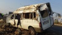 GAZİ YAŞARGİL - Tarım İşçilerini Taşıyan Minibüs Kaza Yaptı Açıklaması 18 Yaralı