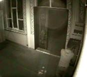 Anahtarla Açtığı Camiye Girip Çelik Kasayı Boşalttı