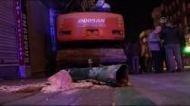 Bursa'da Freni Boşalan İş Makinesi İki Otomobile Çarptı