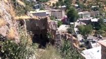 Çukurca'daki 4 Asırlık Taş Evlerin Restorasyonu Sürüyor