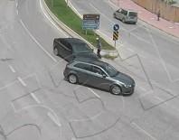 Kontrolsüz Dönüş Yapan Araç Sürücüsü Kazaya Neden Oldu