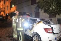 Küçükçekmece'de Park Halindeki Otomobil Alev Alev Yandı