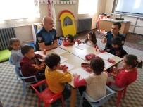 Hakkari Polisinden Eğitime Destek