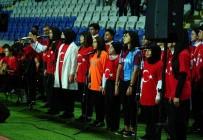 Başakşehir-Trabzonspor Maçında İstiklal Marşı Öğrencilerden