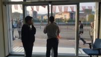 Belediye Başkanı İşe Geç Gelenleri  Binaya Almayarak Kapıları Kapattı