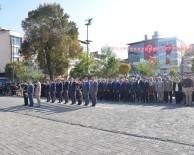 Cumhuriyet Bayramı Çelenk Töreniyle Başladı
