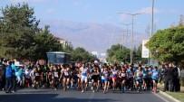 Erzincanlı Öğrenciler Cumhuriyet Koşusunda Ter Döktü