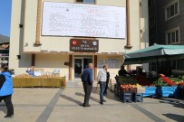 Esnaf Tezgahını Bu Kez Belediye Binası Önünde Açtı
