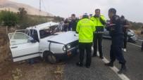 İki Otomobil Çarpıştı Açıklaması 1 Ölü, 3 Yaralı