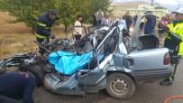Kamyon İle Çarpışan Otomobil Hurdaya Döndü Açıklaması 1 Ölü