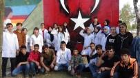 Koca Yürekli Öğrenciler 'Çocuk Evleri' Sitesinin Duvarlarını Rengarenk Boyadı