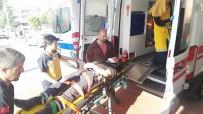 NECATI ÇELIK - Kocaeli'de Traktör Devrildi Açıklaması 1'İ Ağır 2 Yaralı