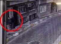 'Örümcek Adam' Gibi Duvara Tırmanan Hırsız Kamerada