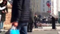 (Özel) Taksim'de Eski Kıyafetlerini Giyip Dilencilik Yapan Kadın, Kamerayı Görünce Şoke Oldu