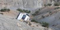 Tekstil İşçilerini Taşıyan Minibüs Şarampole Yuvarlandı Açıklaması 1 Ölü, 10 Yaralı