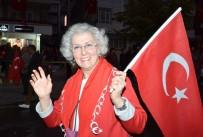Kırşehirliler, Cumhuriyet Yürüyüşünde Meşale Yakıp Türk Bayrağı Açtı