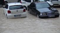 Mardin'de Sağanak Yağış Yolları Göle Çevirdi