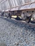 Tren Hemzemin Geçitte Tıra Çarptı Açıklaması 1 Ölü