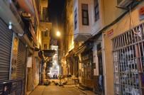 Beyoğlu'nda Çökme Tehlikesi Sebebiyle Boşaltılan Tarihi Binanın Kolonları Güçlendirildi