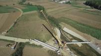 İki Mahalleyi Birleştirecek Köprünün Kirişleri Yerleştirildi