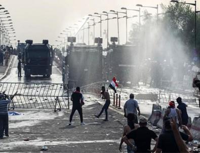 İran, Irak'la arasındaki iki sınır kapısını kapattı