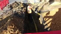 (Özel) Çalışma Esnasında Su Borusu Patladı, Tazyikli Su Binanın Boyunu Geçti