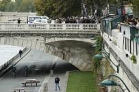 EMMANUEL MACRON - Paris'teki Bıçaklı Saldırgan Polis Çıktı Açıklaması 4 Ölü
