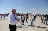 YUSUF ŞAHIN - Rektör Öğrencilerle Uçurtma Uçurdu, Türkü Söyledi