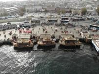 Eminönü'ndeki Balık-Ekmek Tekneleri Havadan Görüntülendi