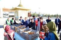 DAMAT İBRAHİM PAŞA - Nevşehir Belediye Başkanı Arı, Üniversite Öğrencilere Süt Ve Poğaça İkram Etti