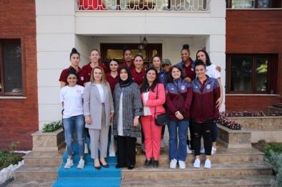 Elazığ'ın Basketbol Takımını, Berihan Kaldırım Ağırladı