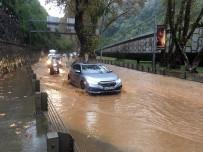 SARIYER ÇAYIRBAŞI - Sarıyer'de Tünel Girişini Su Bastı
