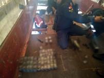 Tır Dorsesi Tabanındaki Zuladan 2 Bin 900 Paket Kaçak Sigara Çıktı