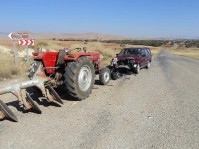 Traktörle Otomobil Çarpıştı Açıklaması 2 Yaralı