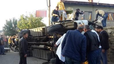 Uşak'ta İşçileri Taşıyan Servis Aracı Devrildi Açıklaması 10'Nun Üzerinde Yaralı