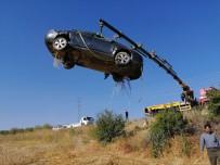Otomobil Şarampole Uçtu Açıklaması 2 Yaralı