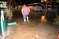 Ayvalık 45 Dakika Etkili Olan Sağanak Yağmur Ve Fırtınaya Teslim Oldu