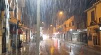 Beklenen Yağmur Şimşek Ve Fırtına İle Geldi