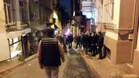 Beyoğlu'nda 4 Katlı Metruk Binada Çökme