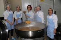 Kız Öğrenciler Fabrika Gibi Çalışıyor
