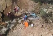 SÜMELA MANASTIRI - Otomobil Dereye Yuvarlandı Açıklaması 1 Ölü, 2 Yaralı