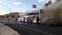 BEŞPıNAR - Alev Alan Otobüsten Son Anda Kurtuldular