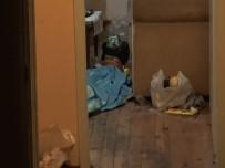 Kimsesiz Yaşayan Adamdan Haber Alamayan Komşular Kapıyı Kırdı, Cansız Bedeni İle Karşılaştı