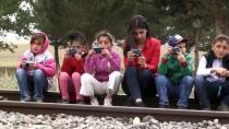 Ziya Selçuk - Köy Köy Dolaşıp Öğrencilere Fotoğrafçılığı Öğretiyor