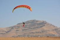 Mardin'in Derik İlçesinde Paraşütçüler, Şehit Kaymakam İçin Havalandı