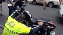 Motosikletiyle Kediyi Ezmemek İçin Kaza Yaptı Açıklaması 2 Yaralı